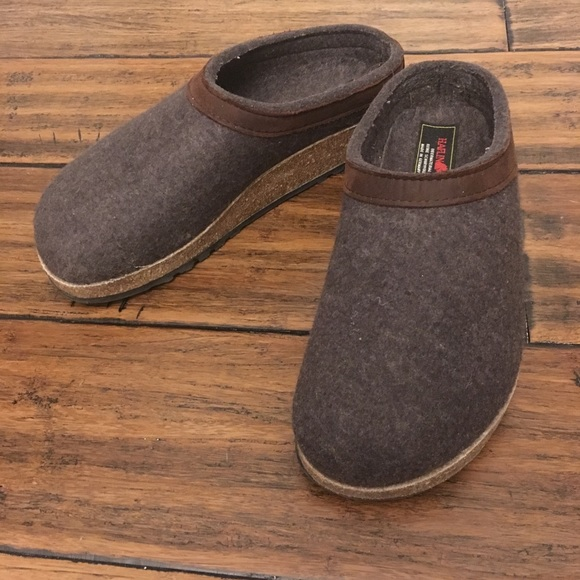 d51a43c4bf1 Haflinger Shoes - Haflinger Grizzly clogs with leather trim